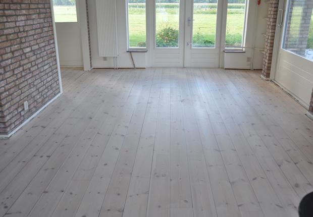 Witte Grenen Vloer : Grenen vloer wit lakken: houten vloer zelf wit schilderen u bokt